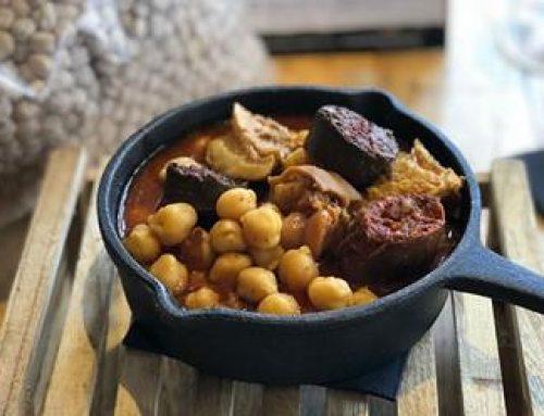 El restaurante sevillano Rocala ofrece una receta con garbanzos de Escacena en su 'Homenaje a la cuchara de la abuela'